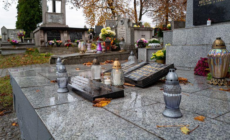 1 listopada cmentarze zamknięte. Premier Mateusz Morawiecki obiecuje za to dodatkowe pieniądze