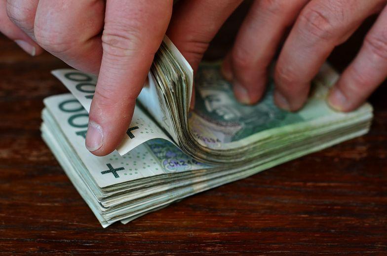 Nowe dane GUS o zarobkach. W jednej branży 10 tys. brutto