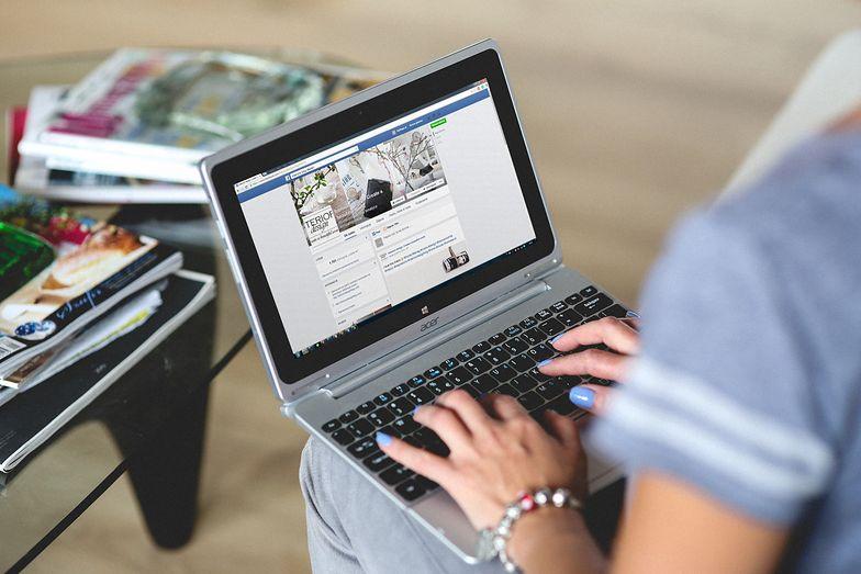 Facebook i Google pod presją. Wydawcy chcą, by giganci zaczęli im płacić