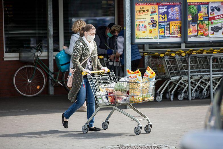 Niemal 2 tys. sklepów zniknęło z rynku od początku roku do końca kwietnia.