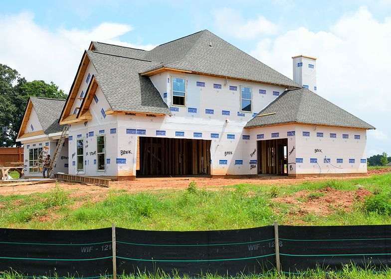 Poza dopłatami do inwestycji ekologicznych, warto zainteresować się możliwością uzyskania kredytu hipotecznego na dom energooszczędny.