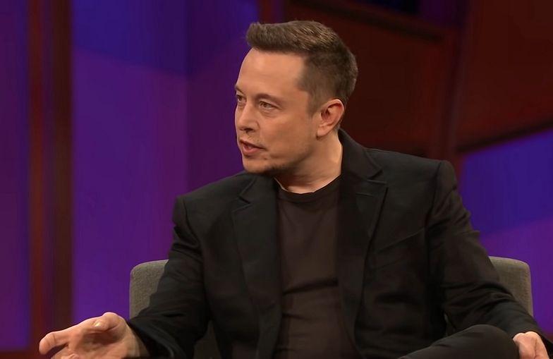 Tesla rezygnuje z płatności bitcoinami. Notowania kryptowaluty poleciały w dół
