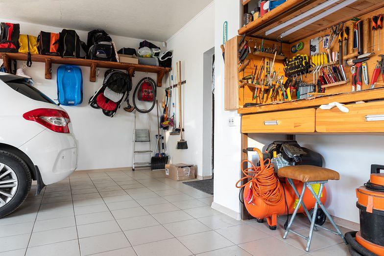 Podatek za garaż wyższy niż za dom. System pełen absurdów