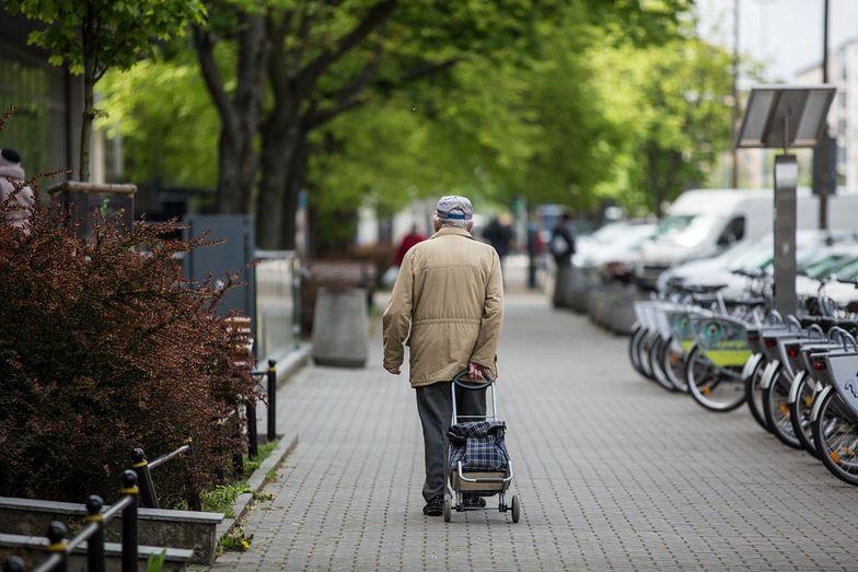 """Nowy Ład dla seniorów. """"Rząd chce namawiać Polaków, by przechodzili na emeryturę"""""""