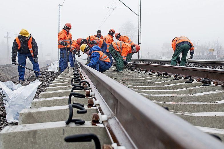 Na kolei jest problem z pieniędzmi. Brak zatwierdzonego KPO blokuje inwestycje