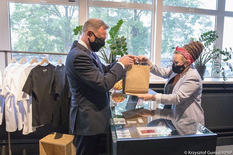 Andrzej Duda w sklepie Red is Bad. Prezydent ma słabość do tej kontrowersyjnej marki