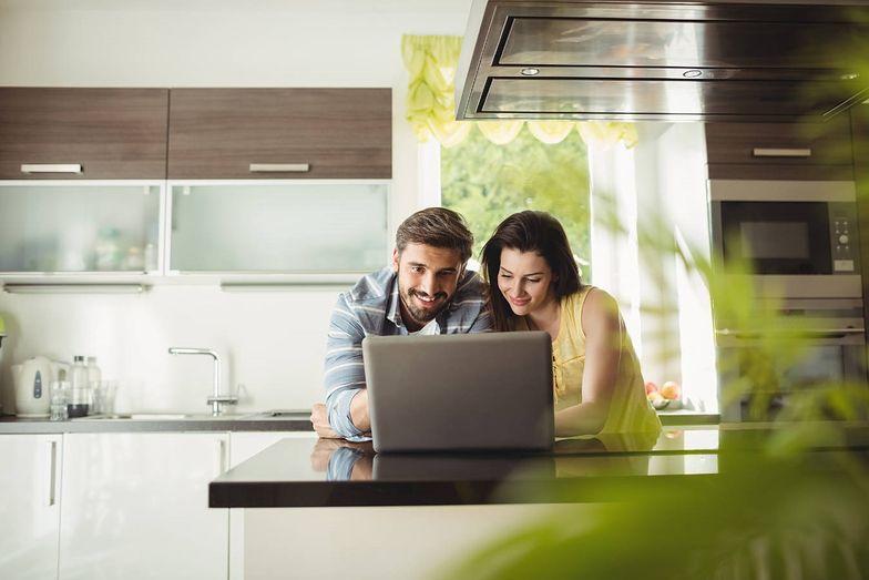 Jak zaoszczędzić na zakupach w sieci dzięki porównywarkom cen?