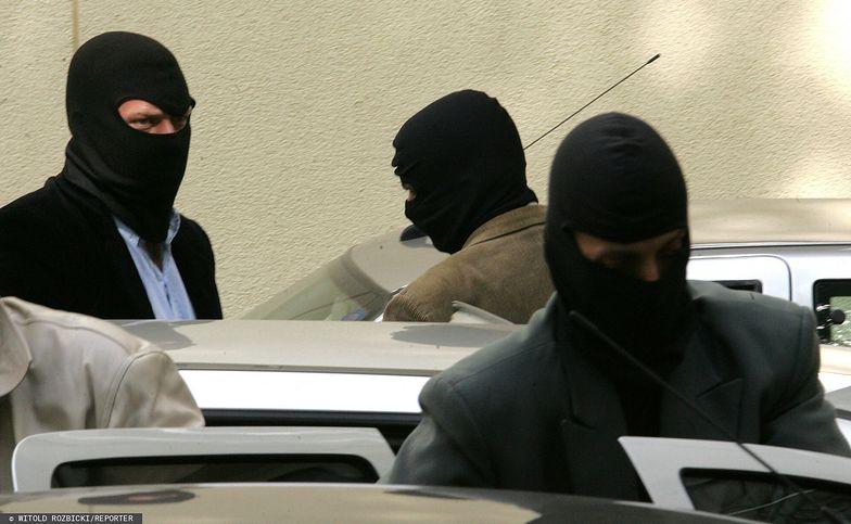 """ABW zatrzymała szajkę """"piorącą"""" pieniądze z przestępstw. Wśród zatrzymanych pracownice banku"""
