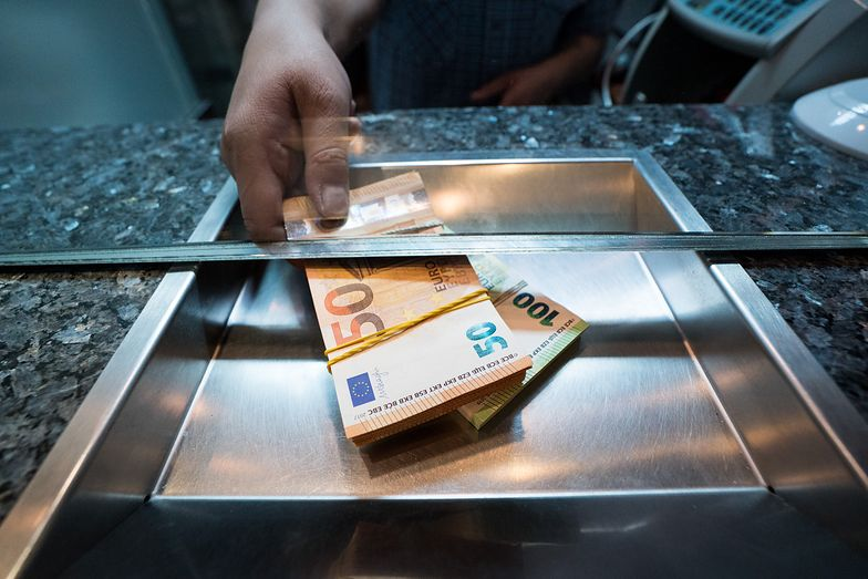 Kursy walut. Nieudany test sprowokował silniejszy wzrost notowań euro