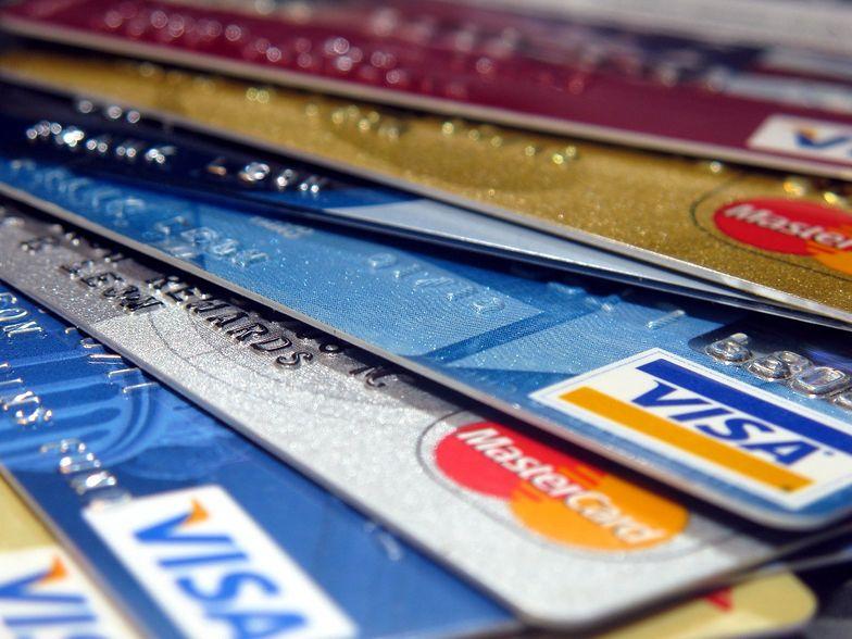 Dwaj najwięksi operatorzy kart kredytowych nie zgadzają się z werdyktem.