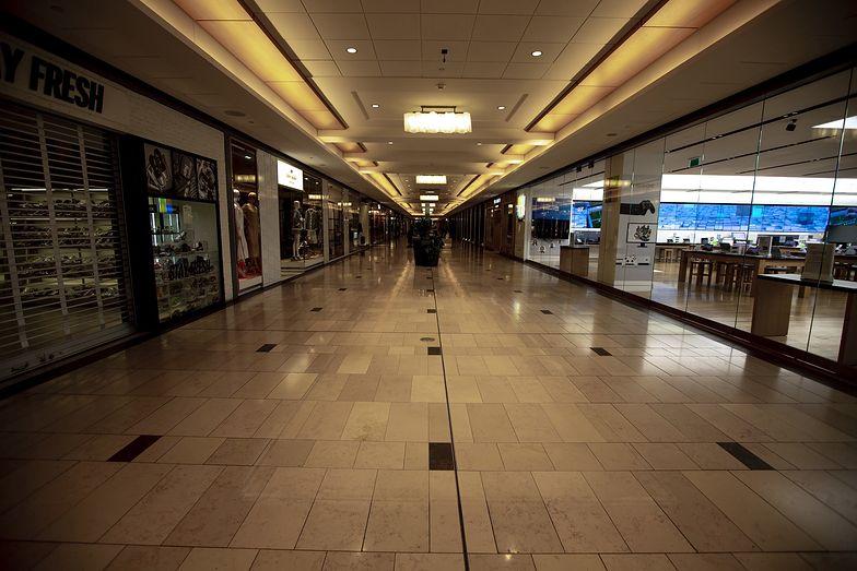 Zamknięcie centrów handlowych odcisnęło się piętnem na sklepach.