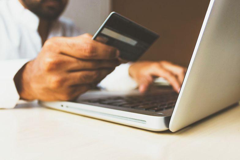 Fałszywe sklepy internetowe. Cztery osoby z zarzutami oszustwa