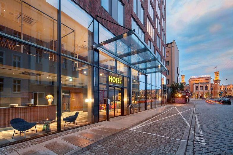 Spór o wrocławski hotel. Właściciele pokoi walczą z dzierżawcą obiektu, który chce sprzedać parter na poczet długów