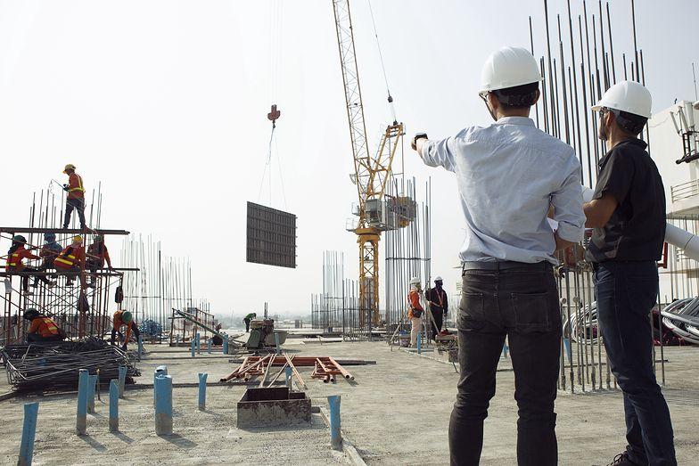 Rząd otwiera się na cudzoziemców szukających pracy. Na szybko pisze nowe przepisy