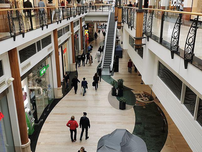 Nowe obostrzenia. Rząd zamyka sklepy w galeriach handlowych