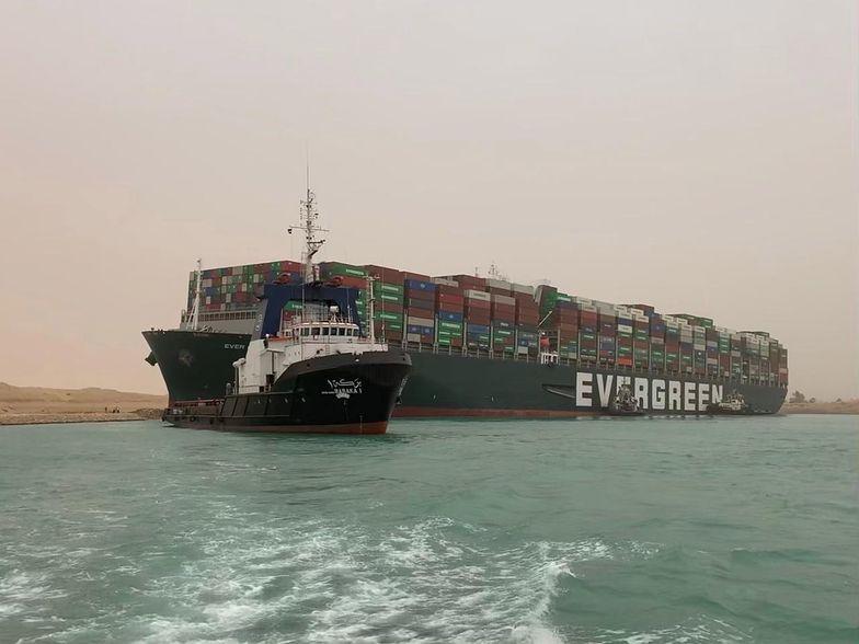 Blokada Kanału Sueskiego. Kto ucierpi? Ekspert: handel, przemysł, farmacja