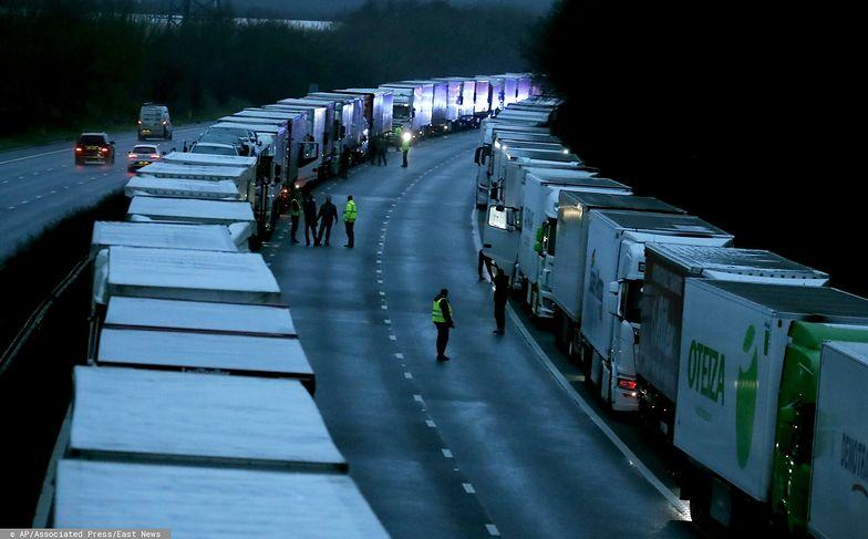 Kierowcy próbują wydostać się Wielkiej Brytanii. Interweniuje MSZ