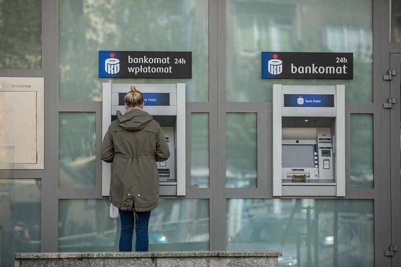 Przez COVID-19 Polacy rezygnują z kredytów i kart kredytowych