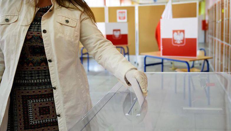 Lokale wyborcze otwarte są od godziny 7 do 21.