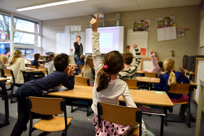 Opieka w szkołach tylko dla dzieci rodziców bezpośrednio zaangażowanych w walkę z pandemią