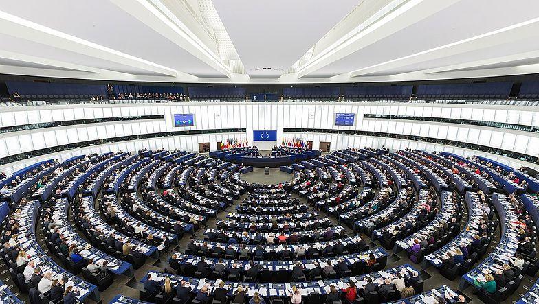 Pieniądze z UE na produkcję środków do zwalczania pandemii