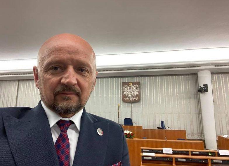 Senator Bury mówi, że został zaatakowany przez policję - mimo że pokazywał legitymację