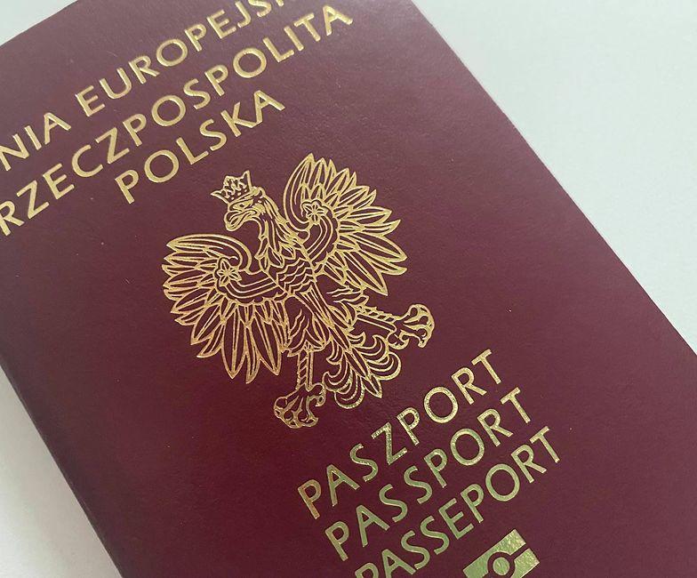 Lawina wniosków paszportowych. Urzędy wydłużą godziny pracy