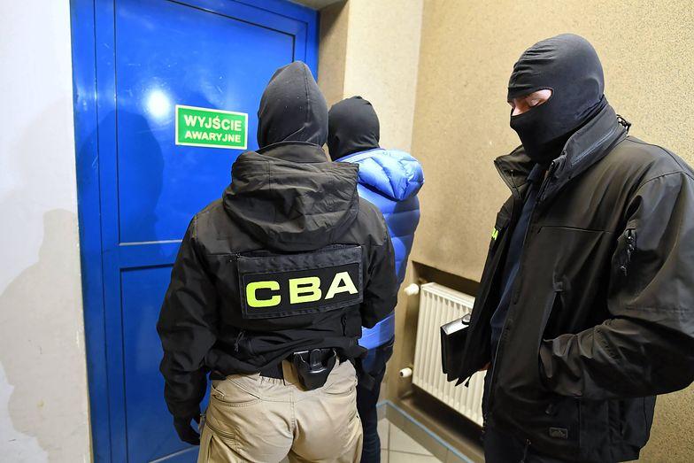 W CBA pracuje 1300 osób. Po co Biuro kupuje prawie 4000 smartfonów?