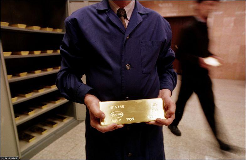 Popyt na złoto jest tak duży, że trudno je teraz kupić. Można jednak zamówić w dostawie terminowej.