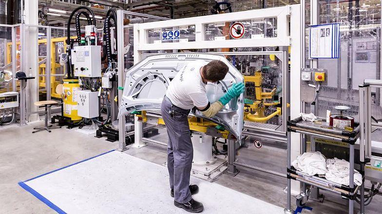 Zakłady produkcyjne Volkswagen Poznań po 5 tygodniach powoli wracają do pracy