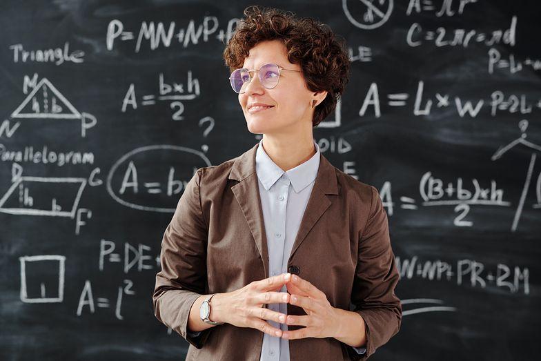 Emerytury. Nauczyciele mogą przejść na nie wcześniej, ale muszą spełnić kilka warunków
