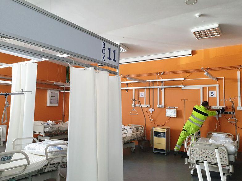 Salowa w Sanoku za pracę z chorymi na COVID-19 dostała 43 zł dodatku do pensji