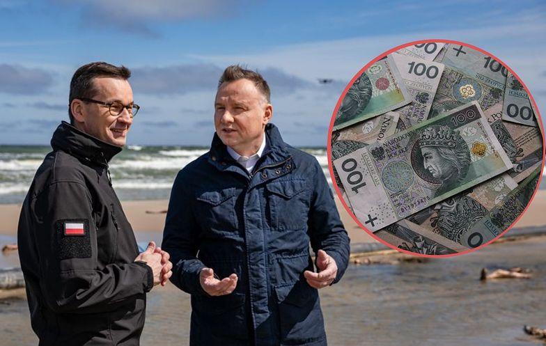Premier Mateusz Morawiecki i prezydent Andrzej Duda w ostatnich dniach odwiedzili nadmorskie miejscowości. O bonie nie mówili