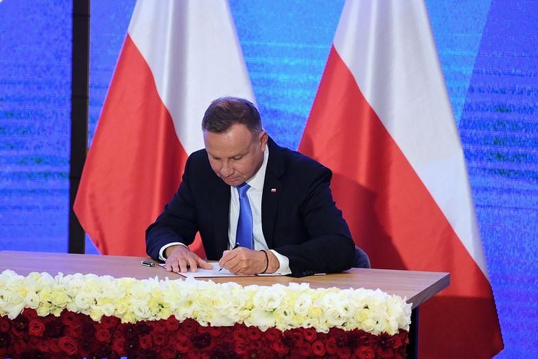 Lex Izera. Andrzej Duda podpisał kontrowersyjne prawo. Wytną drzewa pod fabrykę