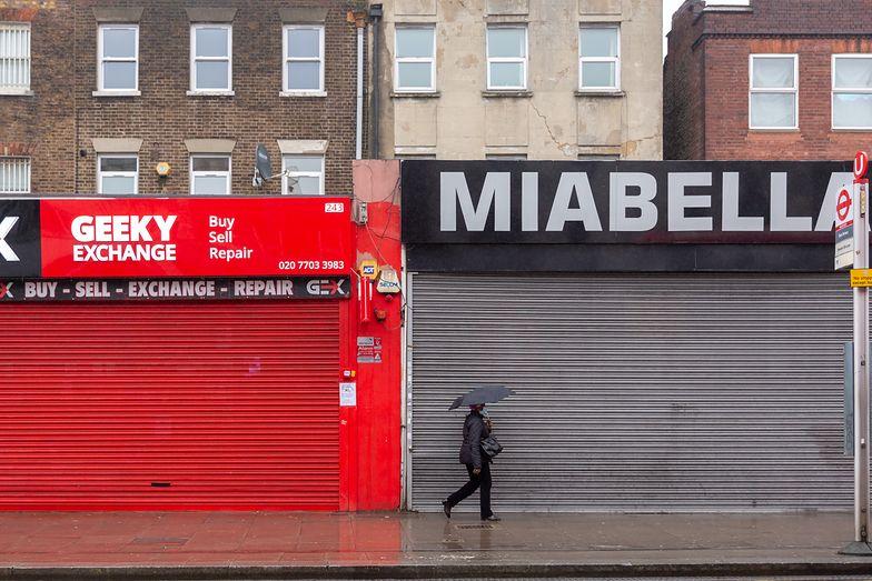 Puste sklepy w Wielkiej Brytanii. Zdjęcie lockdownu nie pomogło