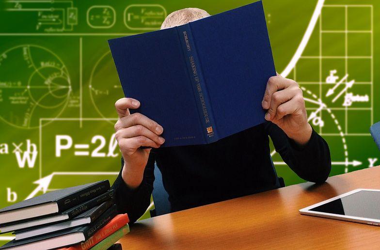 Piontkowski z MEiN: W pierw. kolejności powrót klas VIII, maturzystów i klas IV