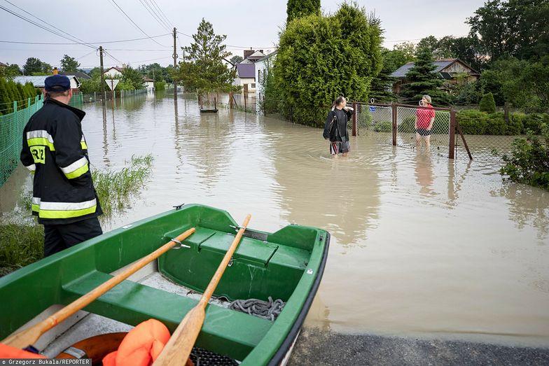 Powodzie błyskawiczne w Polsce. Tak wygląda pomoc rządu poszkodowanym przez żywioł