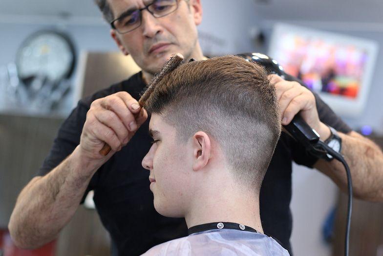 Powrotu zakładów fryzjerskich i kosmetyczek Polacy chcą najbardziej