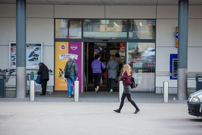 Handel w Polsce. Hipermarkety znikają, dyskonty rosną w siłę