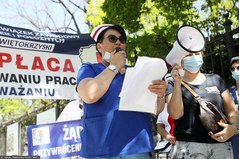"""Strajk pielęgniarek. """"Czujemy się oplute"""". Służba zdrowia nie patrzy na PKB"""