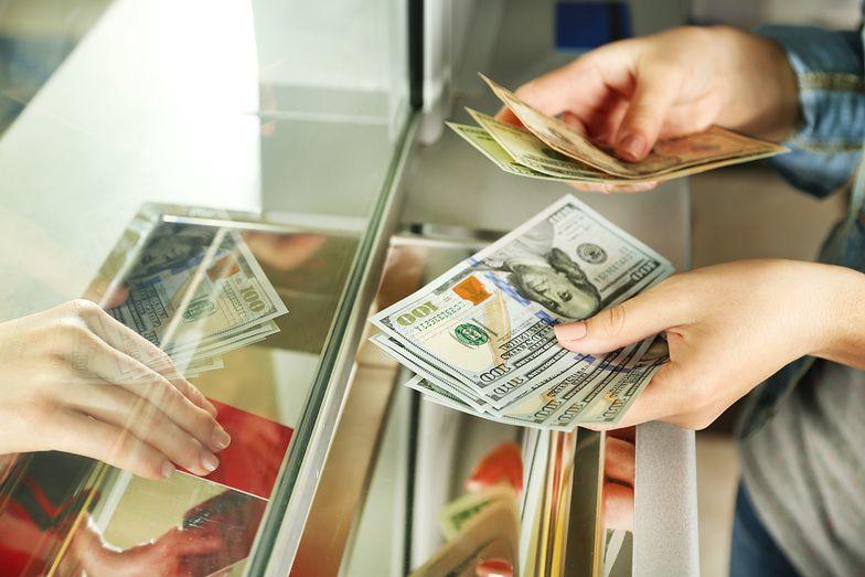 Kursy walut. Węgry już podnoszą stopy procentowe