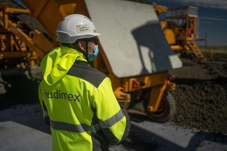 Rozszerzony pakiet środków ochronnych zapewnia bezpieczeństwo na budowach