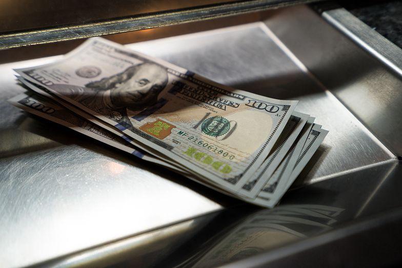 Kursy walut. Amerykański bank centralny osłabia dolara