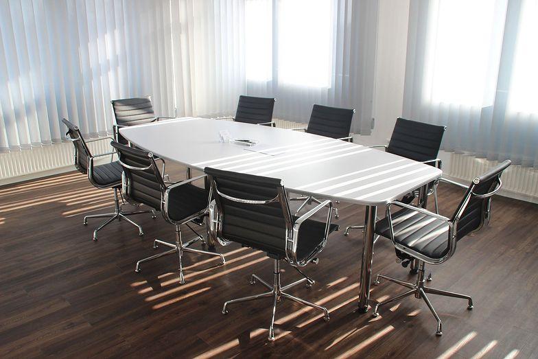 Tak od połowy marca wygląda połowa polskich biur. Firmy mają nadzieję na utrzymanie zatrudnienia
