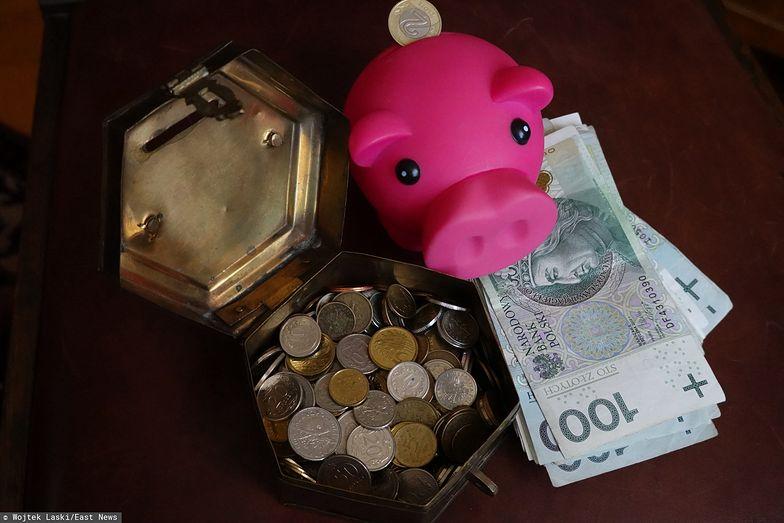 Oszczędzanie pieniędzy w banku przestaje się opłacać.