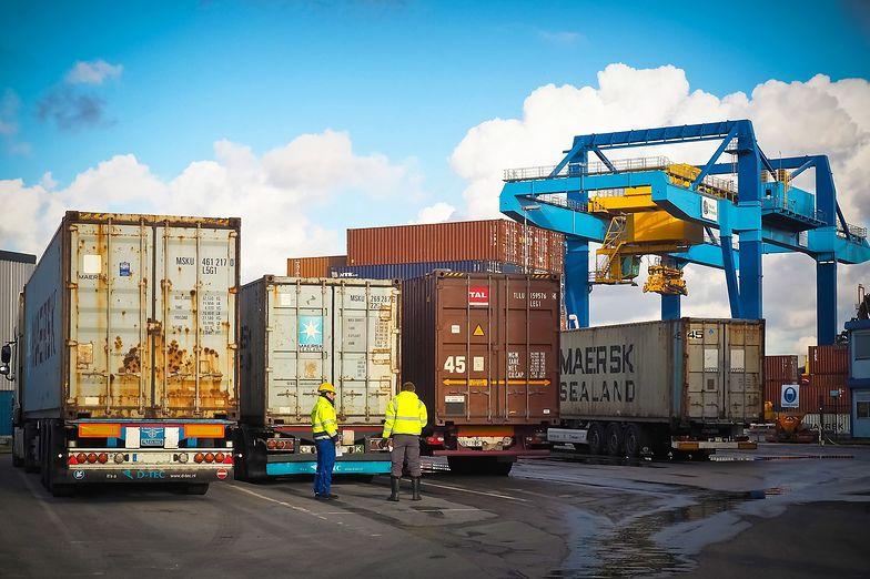 Spadła wymiana handlowa UE z głównymi partnerami. Ale z Chinami wzrosła.