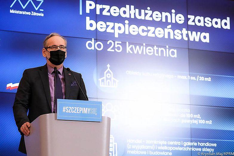 Najpierw szkoły w całej Polsce, później usługi w regionach. Tak może wyglądać odmrażanie