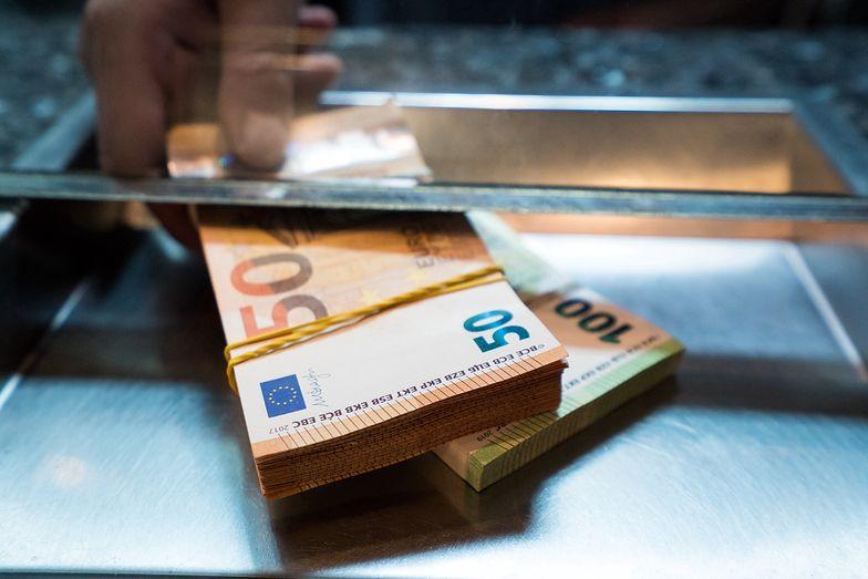 Kursy walut NBP 10.08.2021 Wtorkowy kurs funta, euro, dolara i franka szwajcarskiego