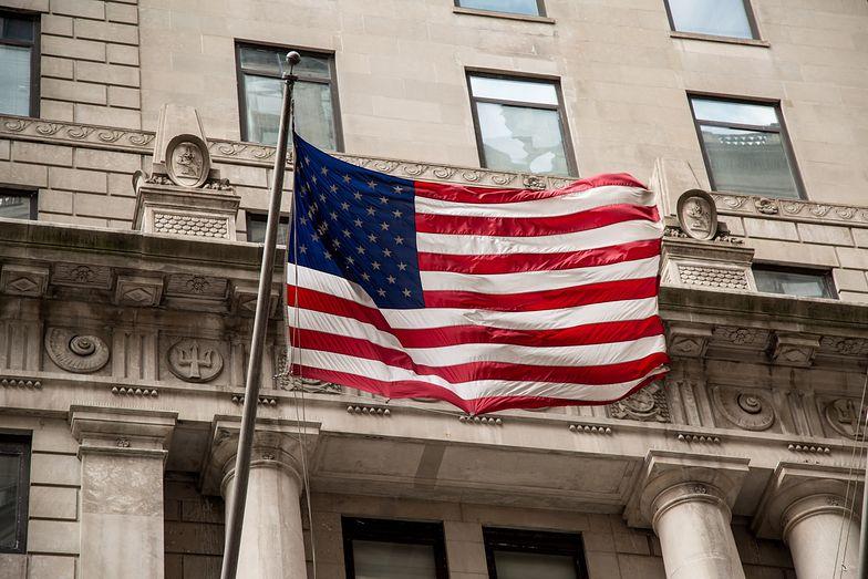 Kursy walut. Złoty korzysta na politycznych sporach w USA.