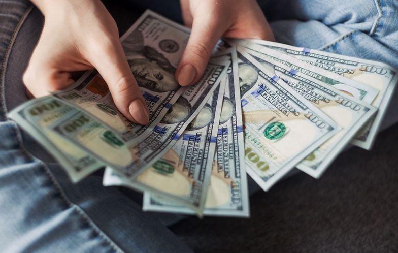 Kursy walut. Wysoka presja inflacyjna w USA osłabia złotego
